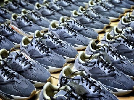莆田鞋全国免费招收代理,广招实体商合作直击莆田鞋厂家